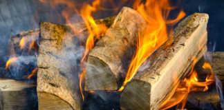 Des limitations environnementales, réduisant les particules fines, peuvent concerner le chauffage au bois.