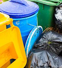 photo de poubelles qui illustrent la Taxe d'Enlèvement des Ordures Ménagères ou TEOM