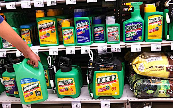 L'épandage de pesticides obéit désormais à de nouvelles normes gouvernementales.